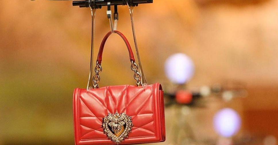 3739a4f47a3e Новая коллекция сумок Dolce & Gabbana в Милане пролетела на дронах (ФОТО+ ВИДЕО)